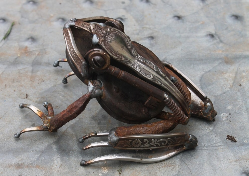 Recycled metal frog