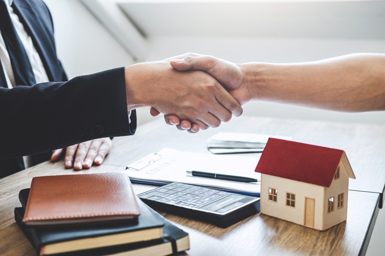 mortgage-deal-shake-hands